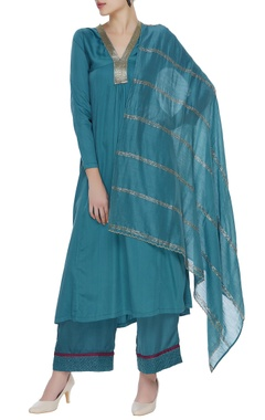 Zari hand embroidered kurta set