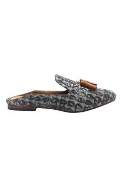 Textured fabric tassel slip-on mules
