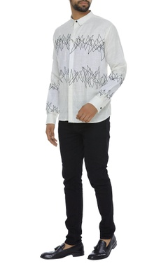 Collar shirt with running stitch embroidery