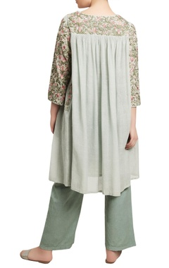 Thread embroidered kurta with pants