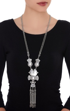 Drop necklace with long pendant