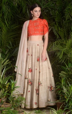 Embroidered blouse with floral motif lehenga & dupatta