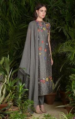 Flower embroidered kurta set
