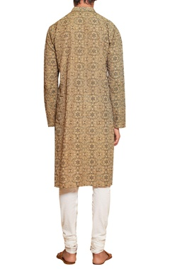 Threadwork kurta & malmal churidar