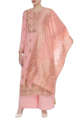 Matsya Embroidered kurta with pants & banarasi dupatta