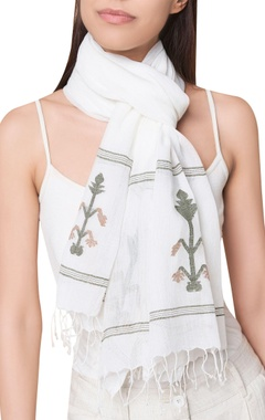 Handwoven jamdani tassel border scarf