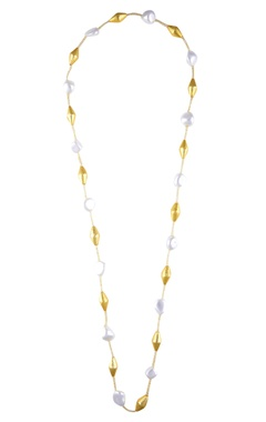 Shilpa Purii Shell pearl necklace