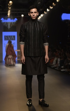 Raw silk embroidered kurta with pants