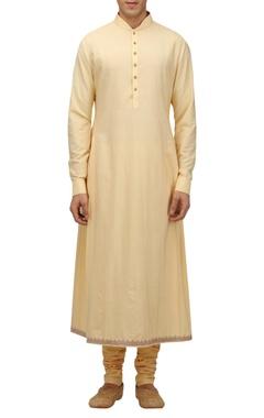 TARUN TAHILIANI - MEN Katan silk side pleated kurta with churidar