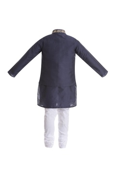 Zardozi embroidered jacket with kurta