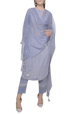 Mandira Wirk Embroidered straight fit kurta set