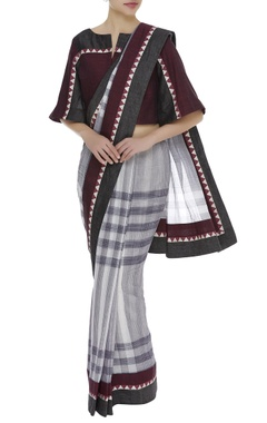Poonam Dubey Checkered temple border Printed sari with flared sleeves blouse