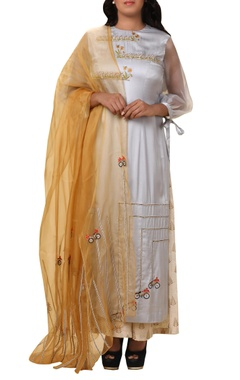 Vedangi Agarwal Embroidered kurta palazzo set with dupatta
