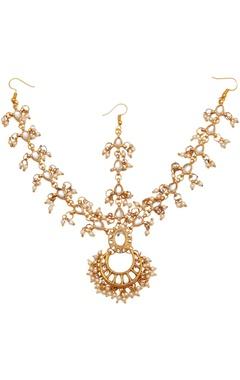 Chandbali maangtikka with pearls