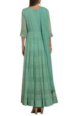 Embroidered pleated kurta set with waistbelt
