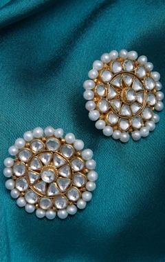 Kundan studs with pearls