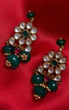 Kundan earrings with bead drops