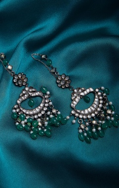 Kundan earrings with green maniya danglers