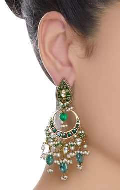 Kundan earrings with green maniya & pearls
