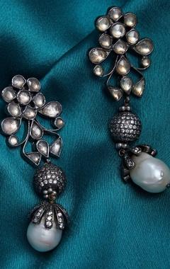 Kundan earrings with zircon ball