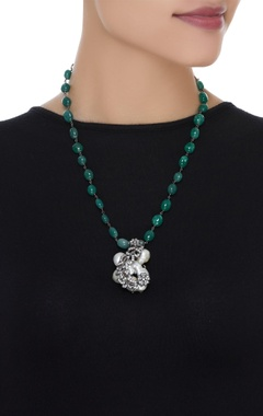 Zircon pendant necklace with baruq pearls