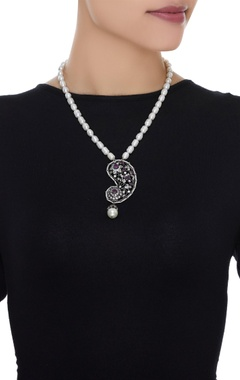 Zircon pendant necklace with pearl string
