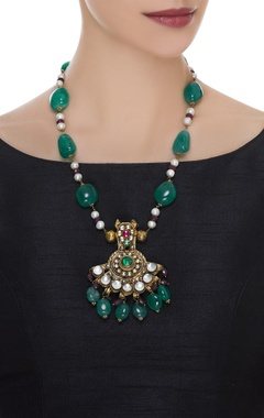 Kundan pendant with beads necklace