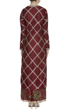 Embroidered straight fit kurta set
