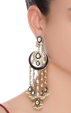 Hanging earrings with kundan
