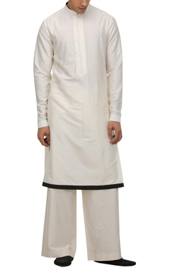 Tarun Tahiliani - Men Kurta set with contrast border hemline
