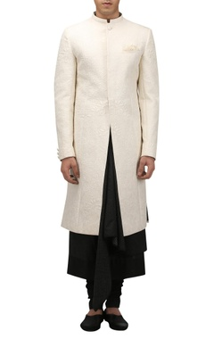 Tarun Tahiliani - Men Chinese motif quilted sherwani with pocket square