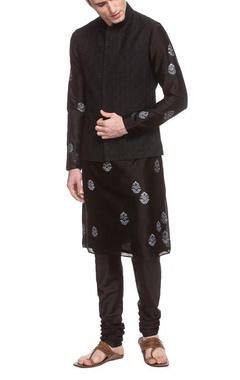 Black thread embroidered bandi