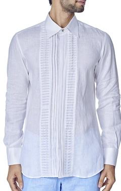 white pleated texture shirt