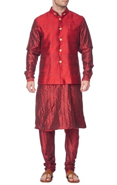 Maroon pleated kurta with churidar and red nehru jacket