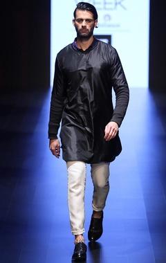 Black buttonless kurta with vanilla churidar