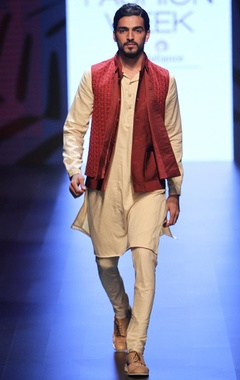 Beige kurta set with maroon corded bandi