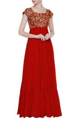 Mrunalini Rao Red chiffon tiered style gown