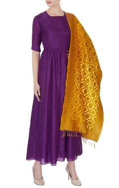 Pinki Sinha Violet silk long kurta dress with banarasi stole