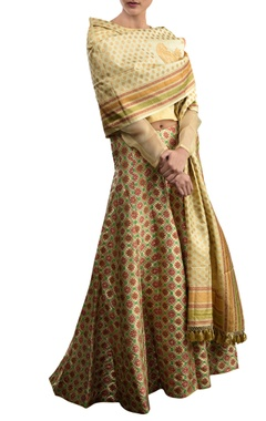 Beige lehenga set with geometric pattern