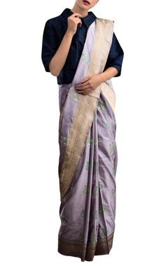 Lavender sari with motif pattern