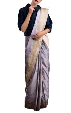 lavender sari with motif pattern