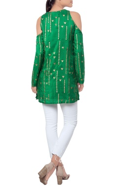 Green kurta with golden embroidery over the sleeves
