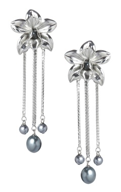 Valliyan Floral drop earrings with pearls