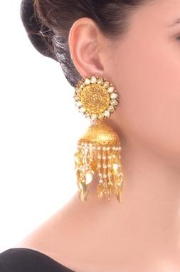 Gold finish jumki earrings with kundan and pearl