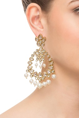 White & gold kundan earrings