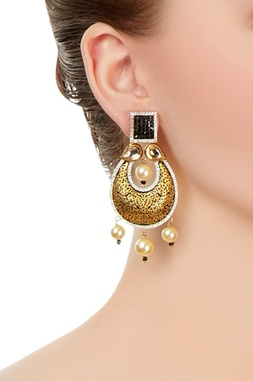Black earrings with gold enhancement