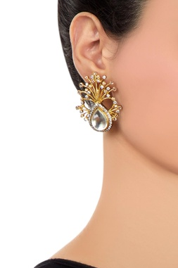 Gold stud earrings with kundan crystals