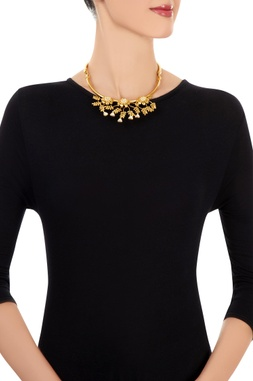 Gold necklace with floral motifs