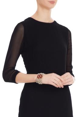 White & red alloy flat bracelet with cheedmoti