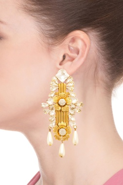 Gold plated floral motif earring